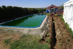 obkopání bazénu pro vybudování opěrné zdi a pojezdu pro zastřešení