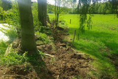 odstranění plotu a drážka pro nový, úzký prostor pod stráňkou
